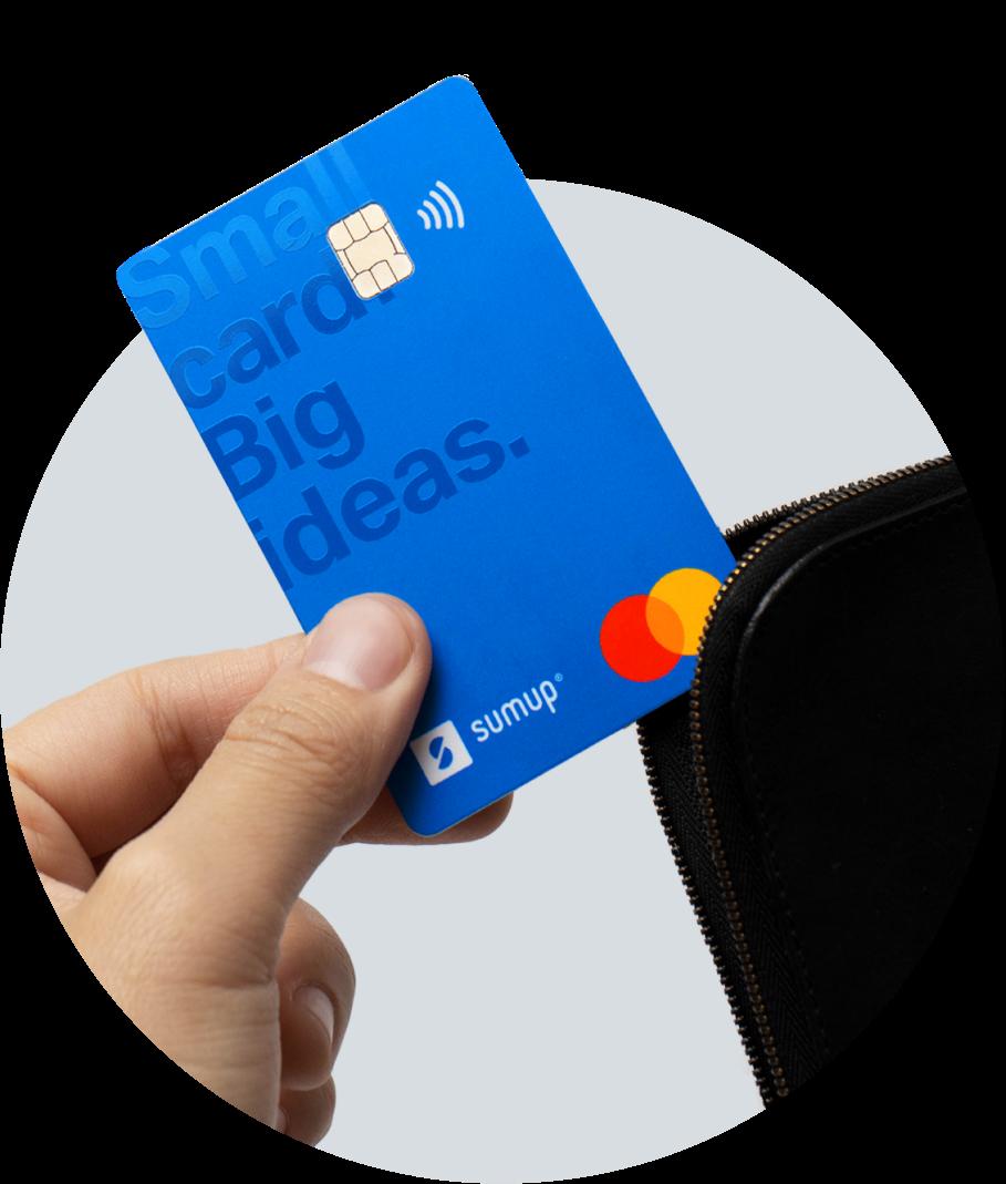 Carte gratuite et sans frais mensuels. Utilisation gratuite en magasin ou en ligne. Trois retraits gratuits par mois.